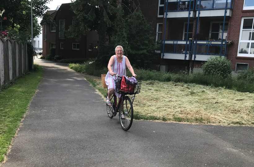 Mobil ganz ohne Auto - Andrea erledigt ihre Besorgungen und Termine mit dem Fahrrad.